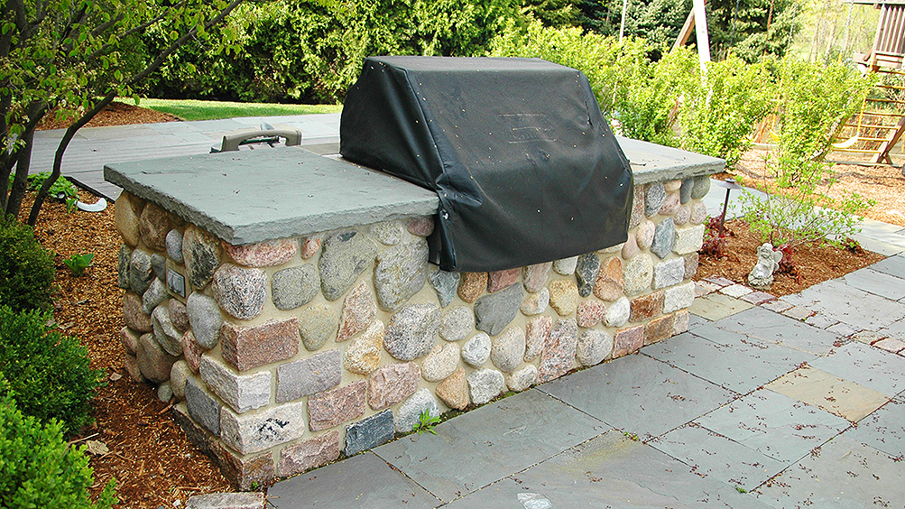 Built in grills evergreen landscape for Built in barbecue grill ideas